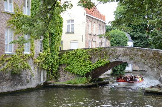 Ballade en bateau sur les canaux de Bruges