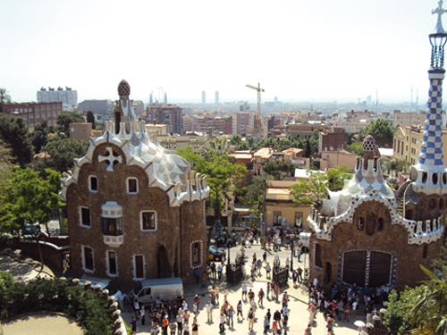 L'entrée principale du parc Guell à Barcelone (Espagne)
