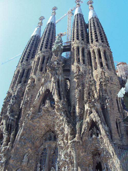 La façade extérieur de la Sagrada Família à Barcelone (Espagne)