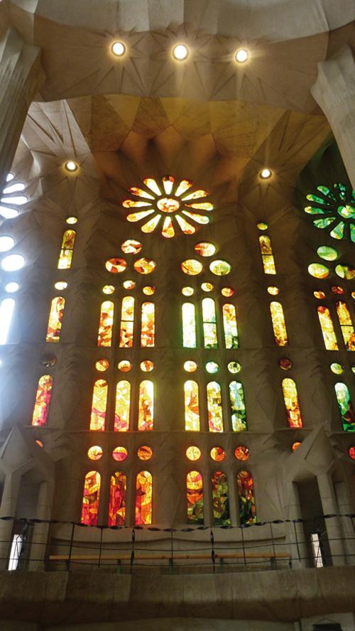 L'intérieur de la Sagrada Familia à Barcelone (Espagne)