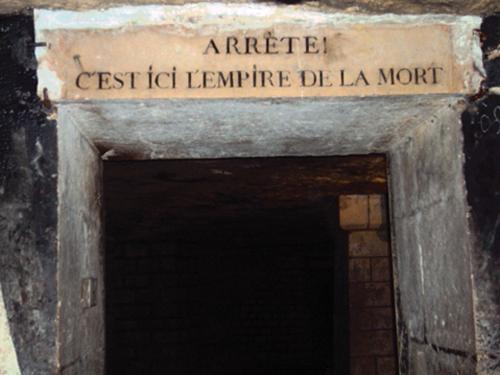 L'entrée dans l'ossuaire des Catacombes de Paris