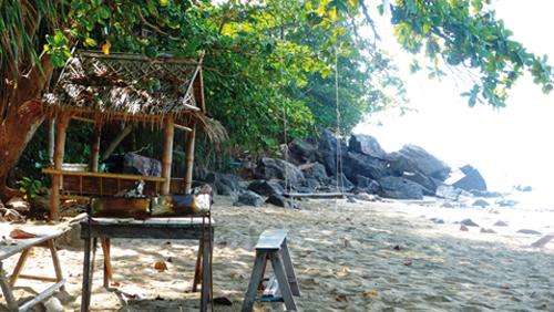 Repos en balancoire sur la plage (Thaïlande)