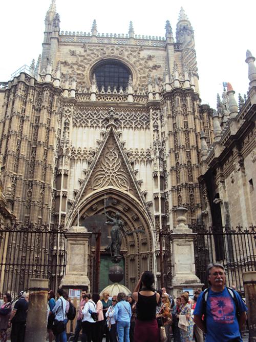 La Cathédrale de Séville, noire de monde comme à son habitude (Andalousie-Espagne)