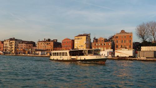 Un vaporetto à Venise