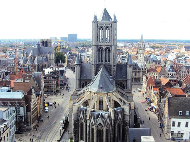 Vue sur le centre historique de Gand depuis le sommet du Beffroi