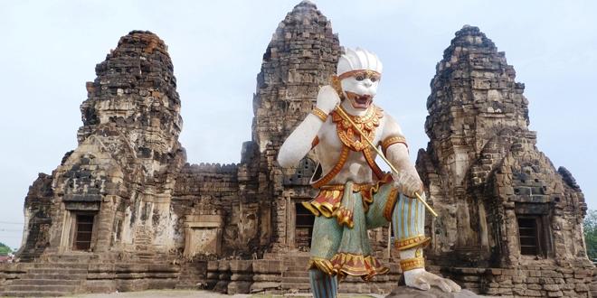 Le temple des singes à Lopburi