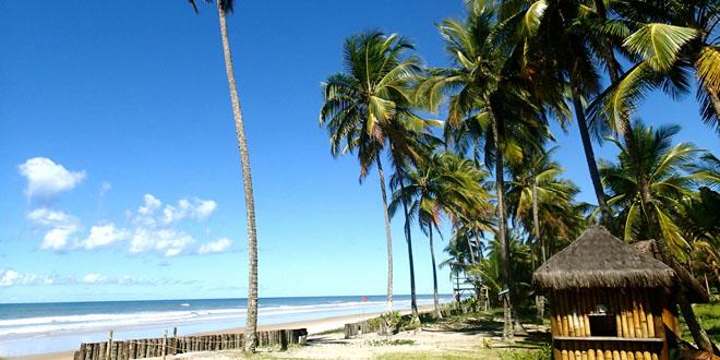 La plage de Itacarezinho au Brésil