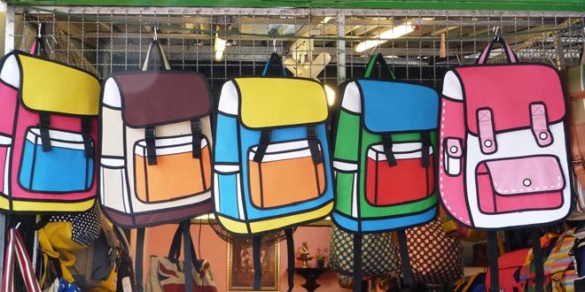 Souvenirs du marché de Chatuchak à Bangkok