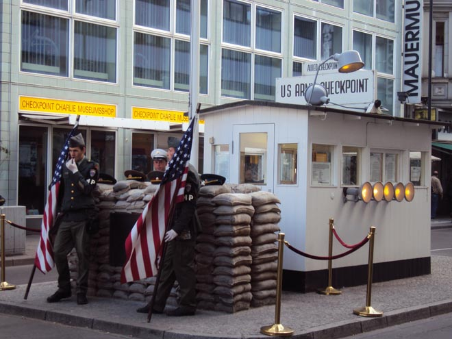 L'ancien poste-frontière de Checkpoint Charlie à Berlin