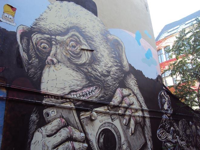 Street art dans la rue Rosenthaler de Berlin