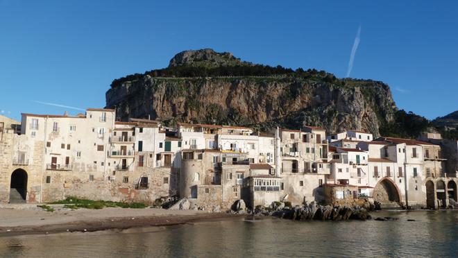 La ville de Cefalù en Sicile