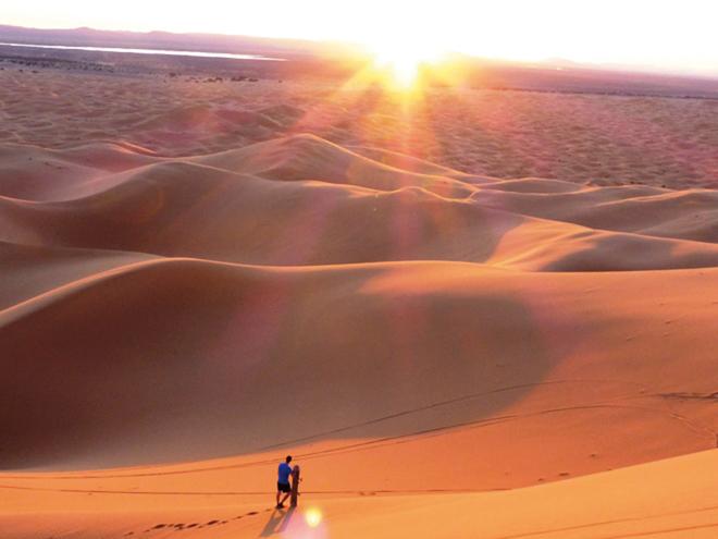 Coucher de soleil sur le désert de Merzouga