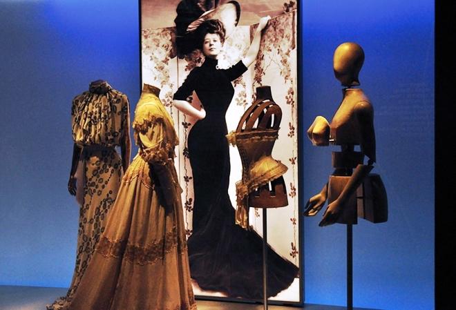 Étage 3 : Le corps habillé: silhouettes et mode
