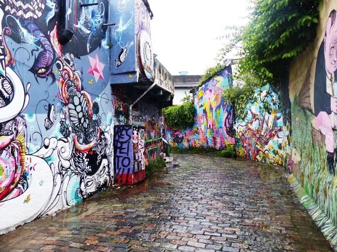 Une ruelle dediée au street-art dans le quartier de Vila Madalena à Sao Paulo