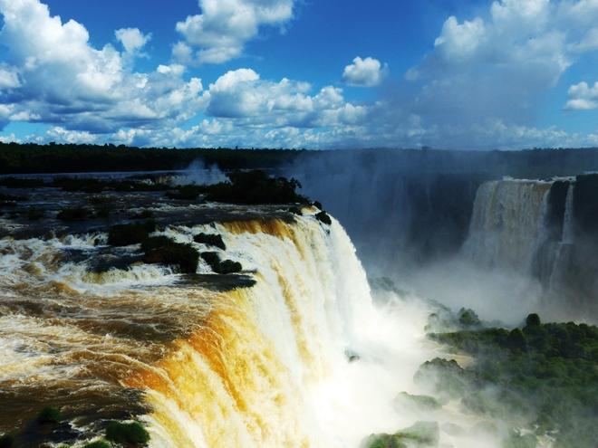 Les chutes d'Iguazu vu depuis le côté brésilien