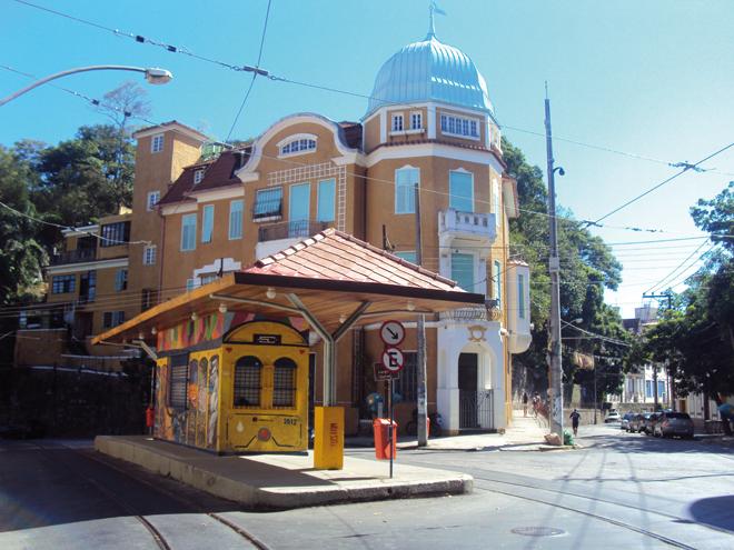Un arrêt de tramway dans le quartier de Santa Teresa à Rio de Janeiro
