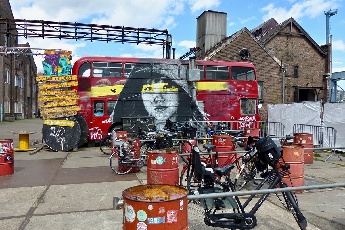 Roest bus restaurant Amsterdam velo