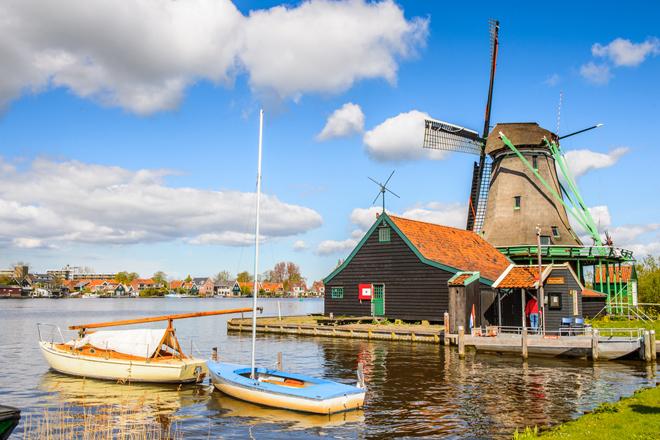 Un des nombreux moulins de Zaanse Schans près de Amsterdam