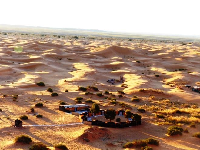 Le bivouac Ksar Bicha au milieu du désert de Merzouga au Maroc