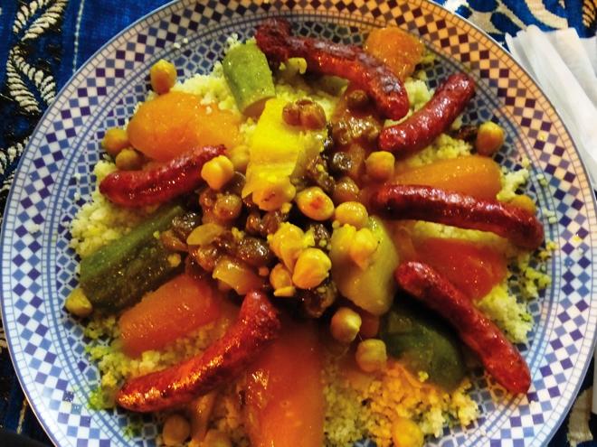 Un couscous riche en couleurs et en saveurs chez Rachid dans la médina de Fès