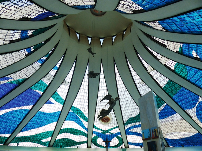 L'intérieur de l'étonnante Cathédrale de Brasilia