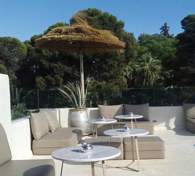 La terrasse de la Mezzanine située juste en face du jardin Jnan Sbil