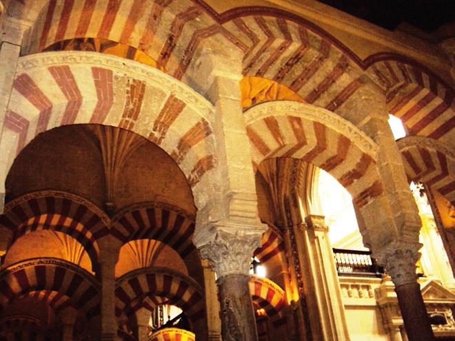 Les symboliques arches de la Mezquita de Cordoue