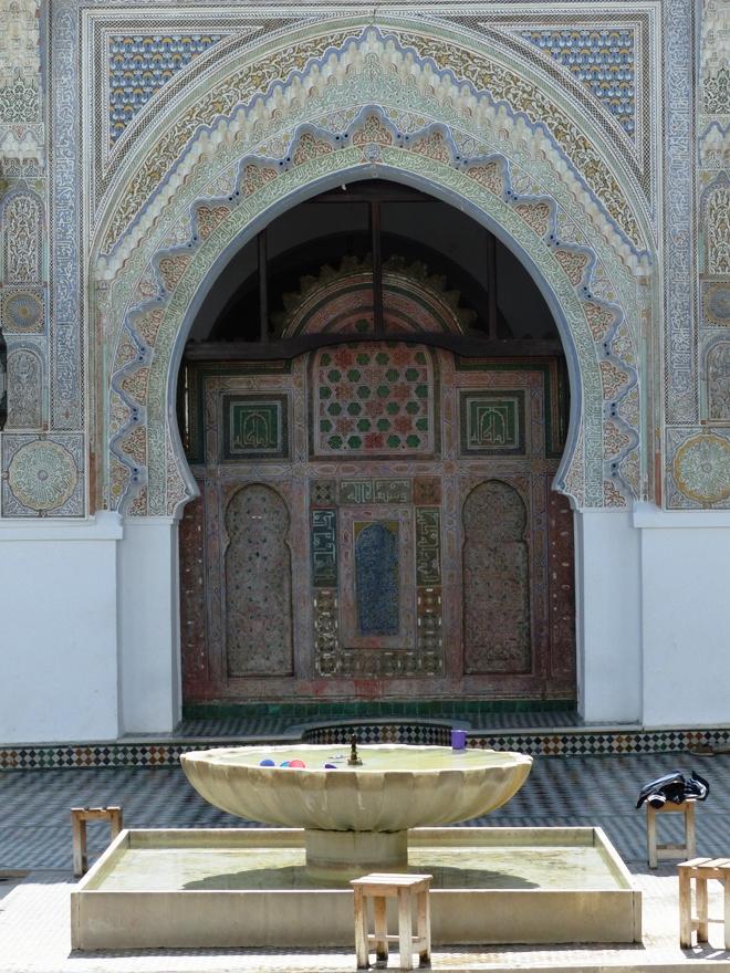 La cour de la mosquée et université Qaraouiyine dans la médina de Fès
