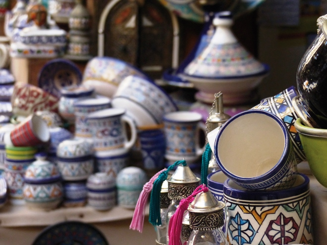 Des poteries marocaines bleu de Fès