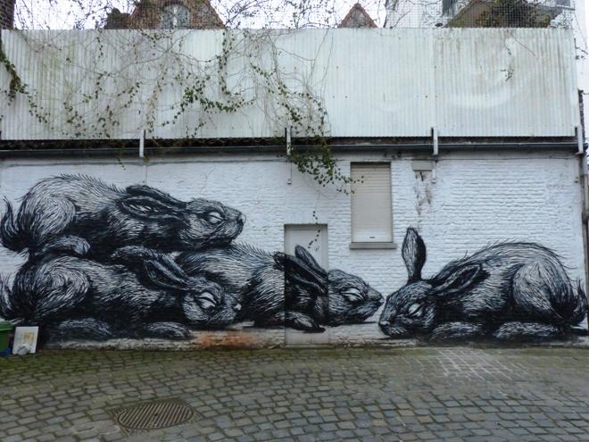 L'oeuvre majeure de Roa dans la rue Tempelhof de Gand