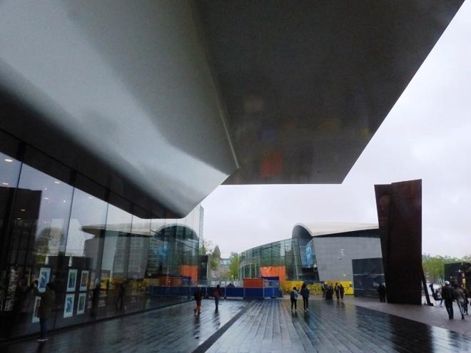 Le Stedelijk Museum d'Amsterdam en forme de baignoire