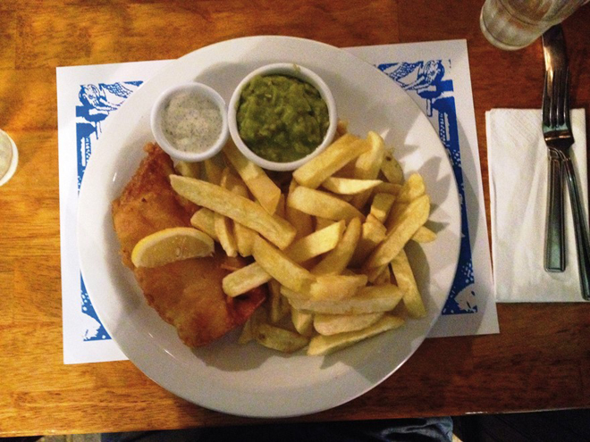 Un délicieux fish and chips de chez McDonagh's à GalwayUn délicieux fish and chips de chez McDonagh's à Galway