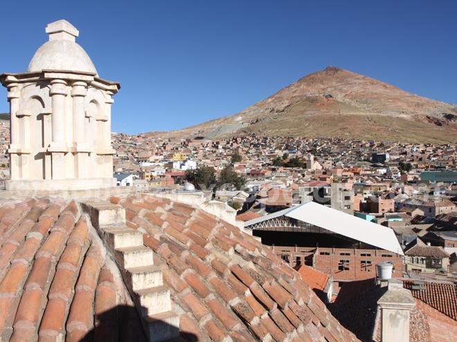 Vue sur la cathédrale de Potosí et sur la ville