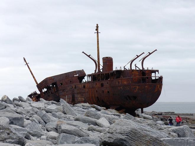 L'épave du bateau Plassey Wreck sur Inisheer une des îles d'Aran
