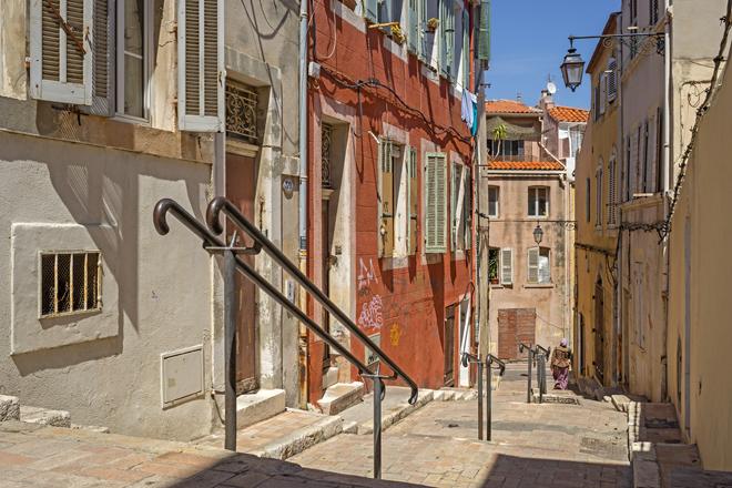 Une ruelle du quartier historique et populaire de Marseille Le panier
