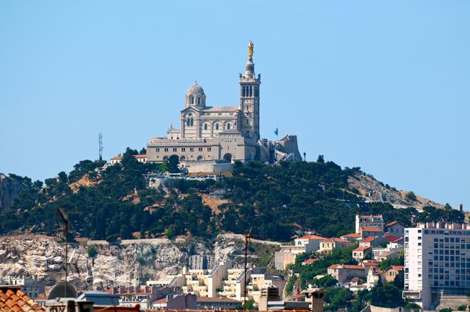 Notre Dame de la Garde dominant Marseille