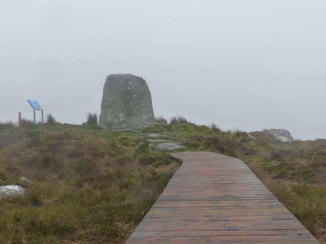 Promenade dans le parc national du Connemara sous le brouillard