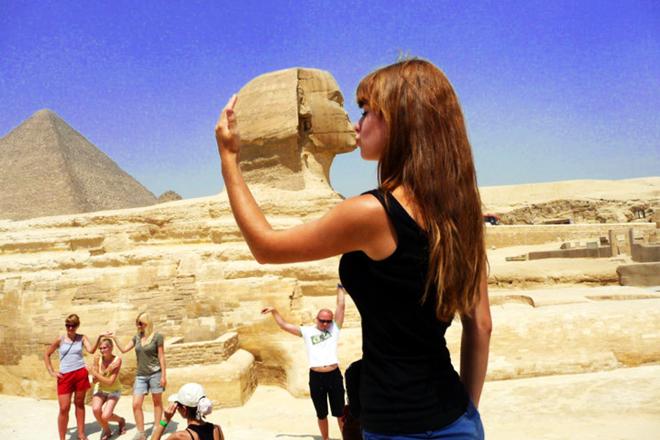 Le fameux baiser avec le Sphinx en Egypte
