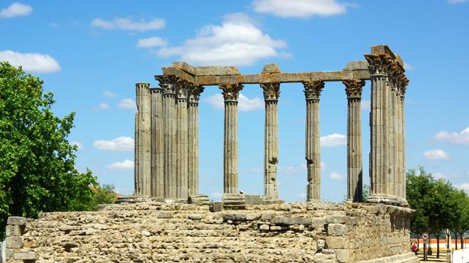 Les ruines du temple Diane à Évora près de Lisbonne
