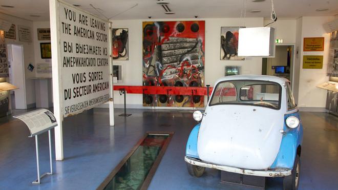 Exposition dans le le musée du mur de Checkpoint Charlie à Berlin
