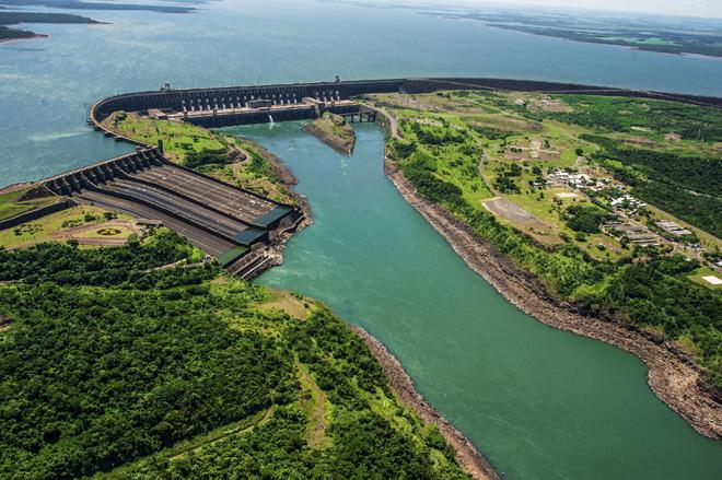Le puissant barrage d'Itaipu au Paraguay
