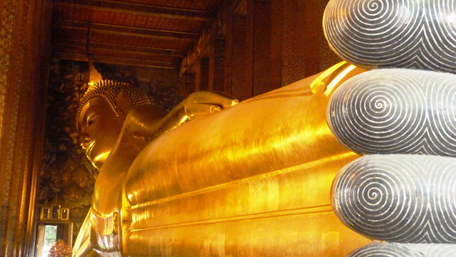 Le Bouddha couché du Wat Pho à Bangkok