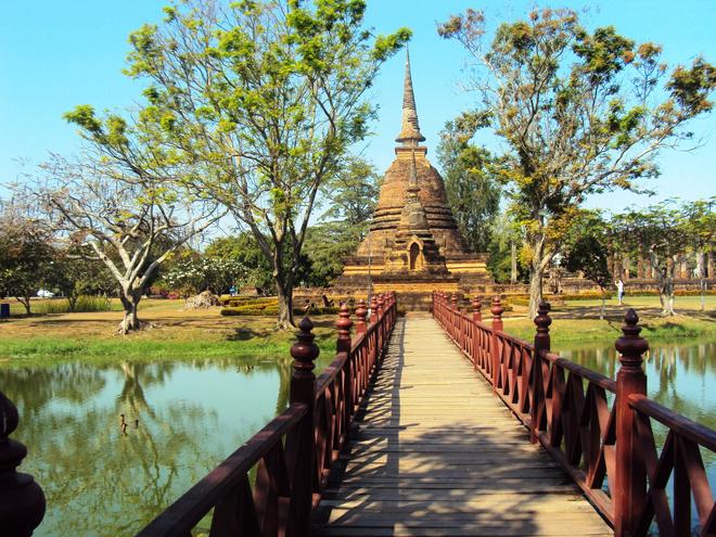Le Wat Sa Si un magnifique temple au milieu d'un étang
