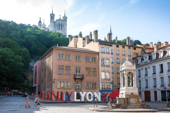 La place Saint-Jean dans le Vieux-Lyon