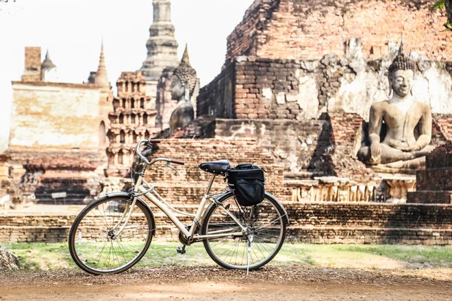 Découvrir le parc historique de Sukhothai en vélo