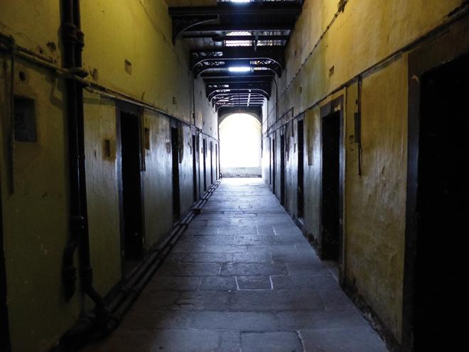 Un des couloirs de la prison de Kilmainham à Dublin