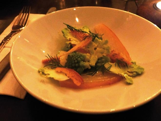 Salade de flétan avec des croûtons et du choux romanesco : miam