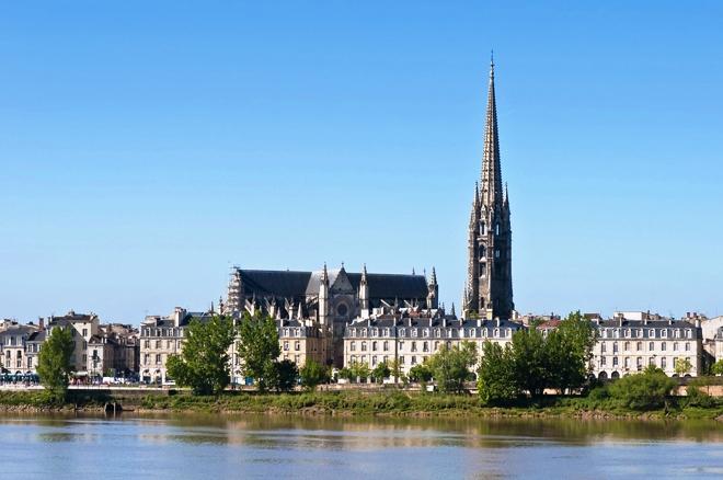 La basilique Saint-Michel et son étonnant clocher