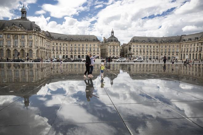 Le Miroir d'Eau sur la place de la Bourse à Bordeaux