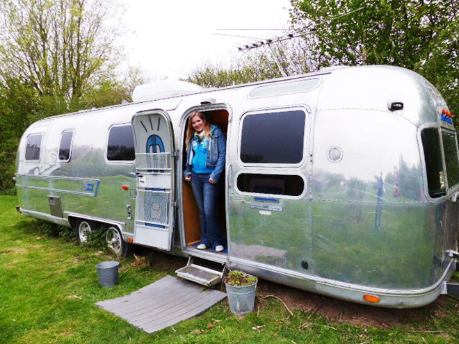 logements insolites lille dormir dans un airstream. Black Bedroom Furniture Sets. Home Design Ideas